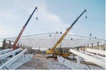 Lắp dựng khung kèo thép tại công trình