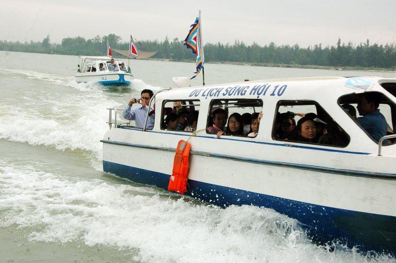 Tàu chở khách