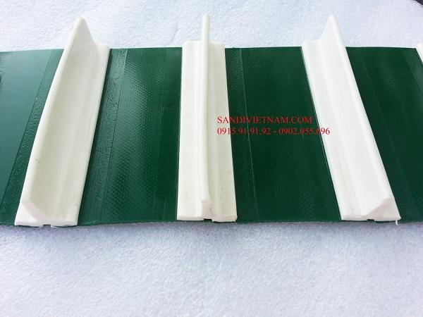 Băng tải PVC dán gân trắng