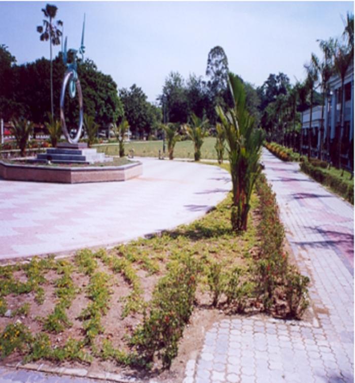 Công viên cây xanh trước tòa nhà chính phủ Malaysia