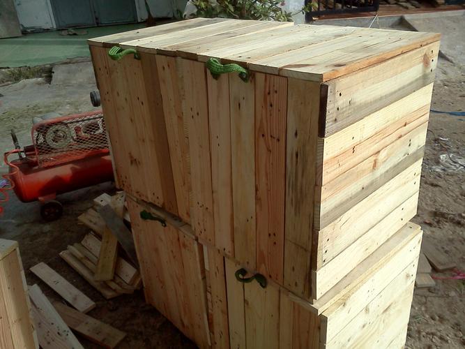 Thùng gỗ cũ