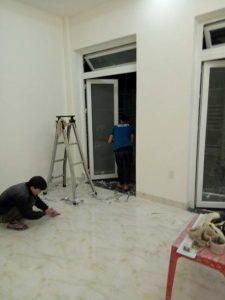 Dọn và làm sạch sàn nhà
