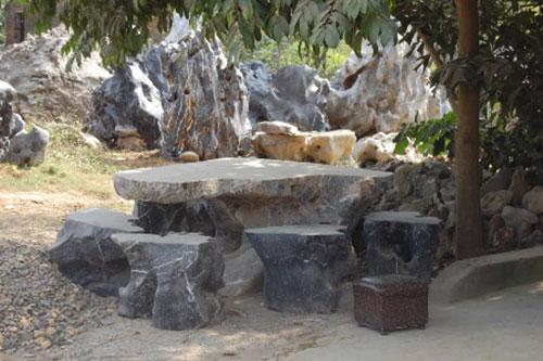 Bàn ghế đá tự nhiê