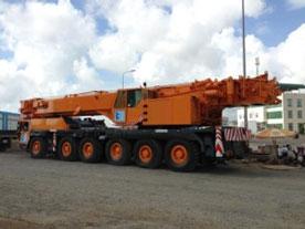 Xe cẩu 220 tấn