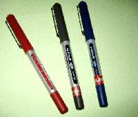 Bút mực nước Uniball