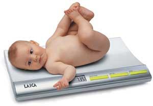 Cân trẻ sơ sinh