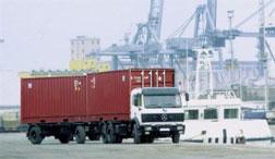 Xe chở hàng ra cảng