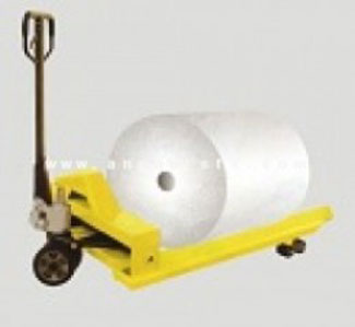 Xe nâng tay tháo cuộn giấy