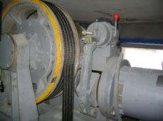 Máy kéo thang máy
