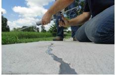 Thi công vật liệu sửa chữa bề mặt