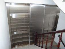 Cửa hông cầu thang inox