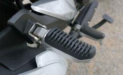Đế chân xe máy