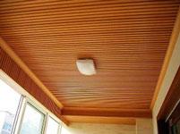 ốp trần bằng gỗ nhựa