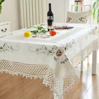 Thêu khăn trải bàn