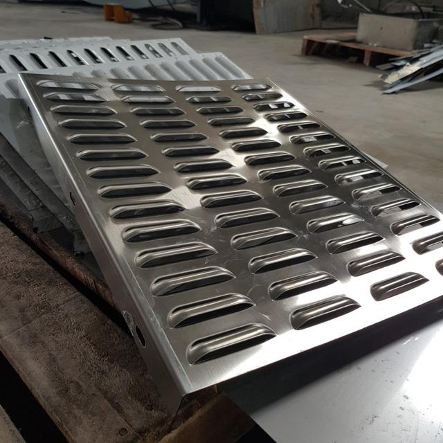 Gia công kim loại tấm cắt laser