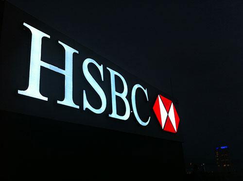 Bảng hiệu ngân hàng HSBC