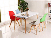 Ghế Eames có đệm chân gỗ vuông
