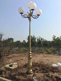 Cột đèn gang đúc