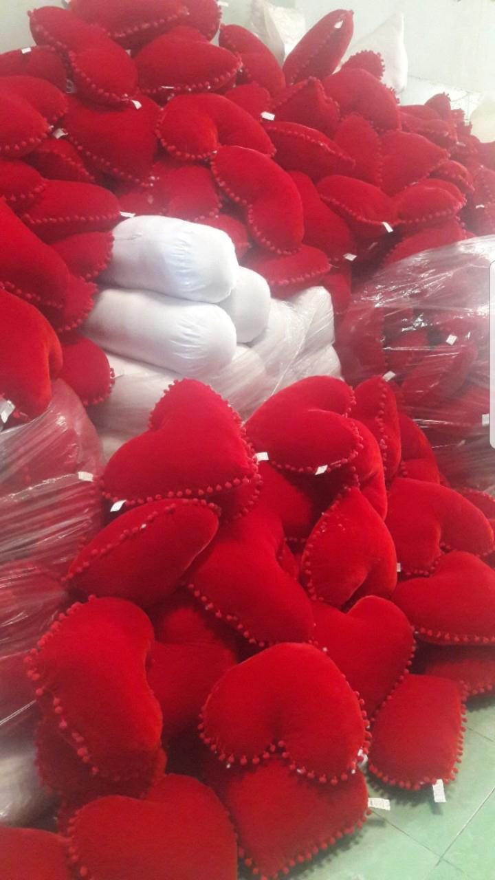 Gối trái tim đỏ