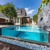 Bể bơi vách kính