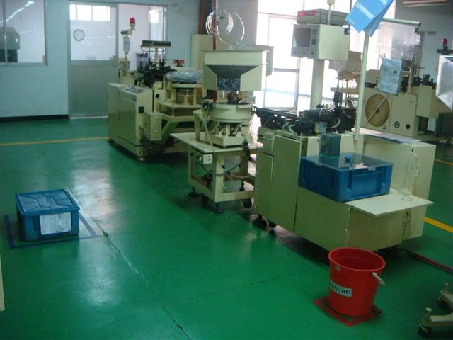 Lead forming machine