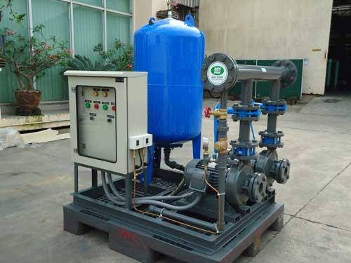 Bộ bơm nước gồm tụ điều khí