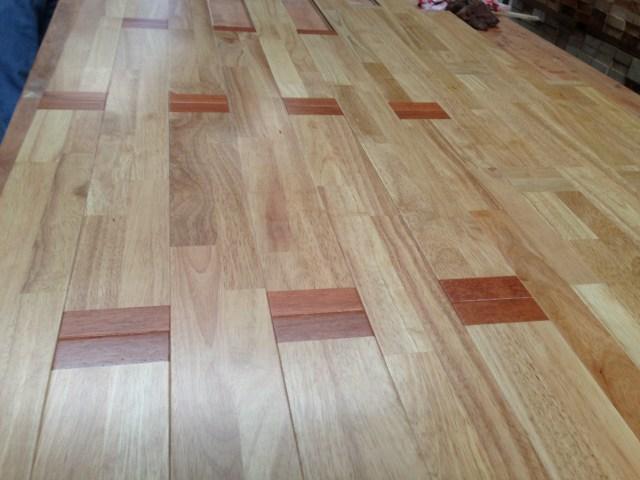 Ván sàn gỗ cao su