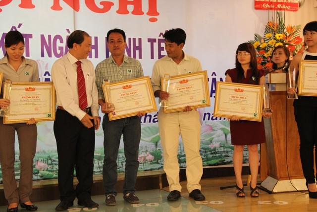 Trao giải thưởng Doanh nhân tiêu biểu Q. Tân Bình 2011-2013