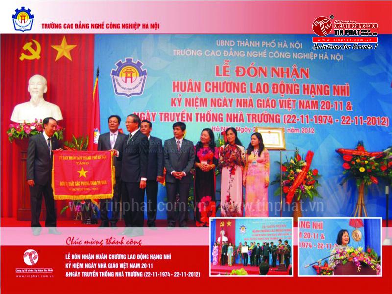 Lễ đón nhận huân huy chương