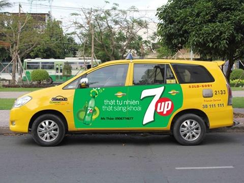 Thiết kế thi công quảng cáo Xe Taxi