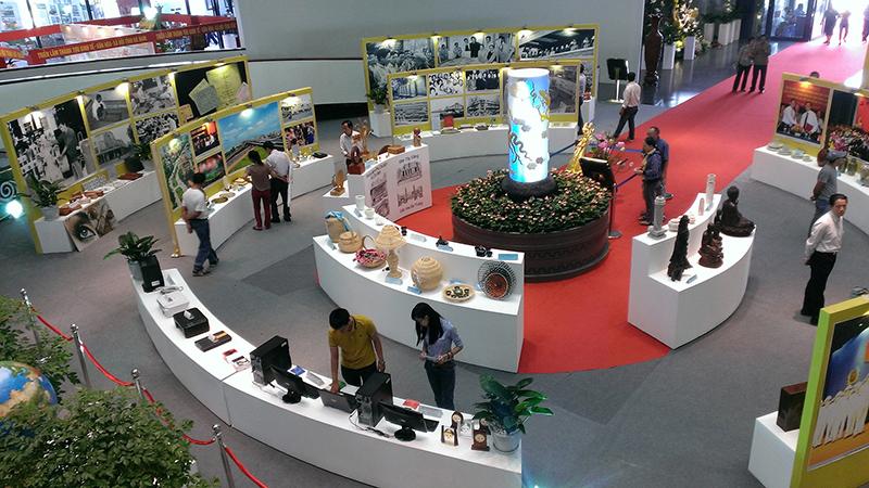Tổ chức triển lãm