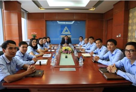 Ban lãnh đạo và trưởng các phòng ban