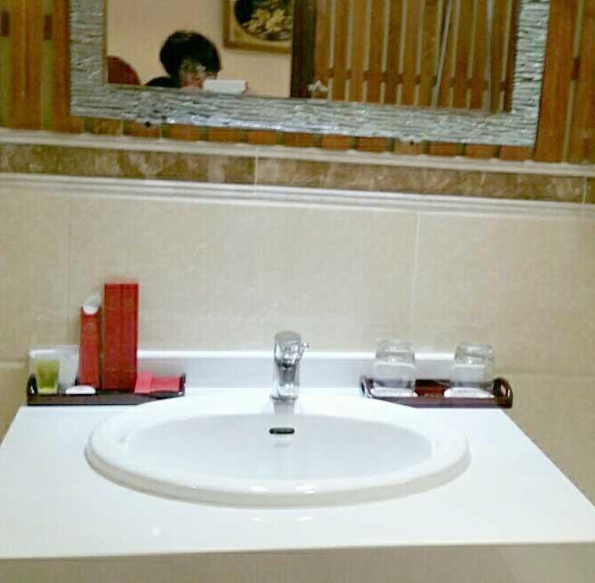 Khay đựng đồ phòng tắm