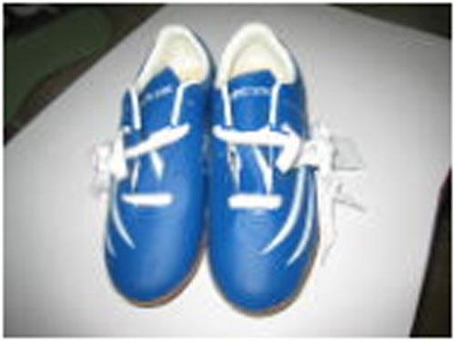 Giày bóng đá