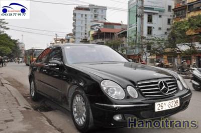 Xe 4 chỗ Mercedes 240