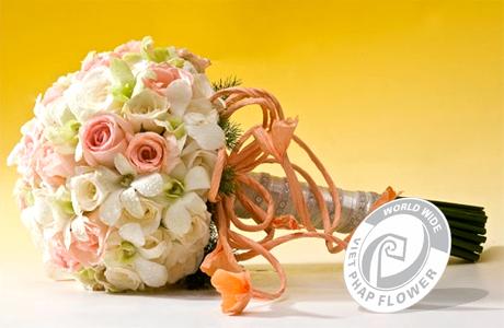 Hoa tay cầm cô dâu