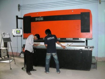 Máy chấn CNC