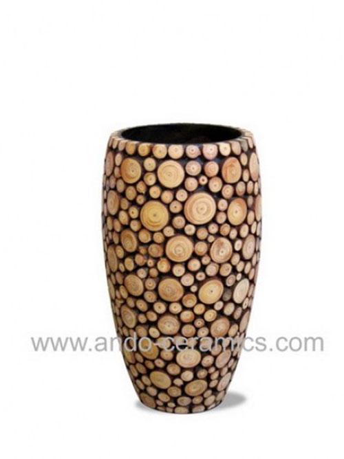 Bình gốm gắn gỗ