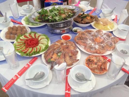 Suất ăn tiệc cưới