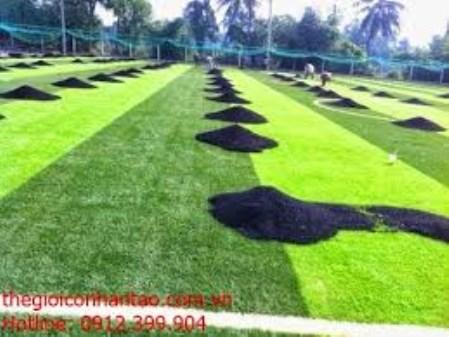 Thi công cỏ nhân tạo sân bóng