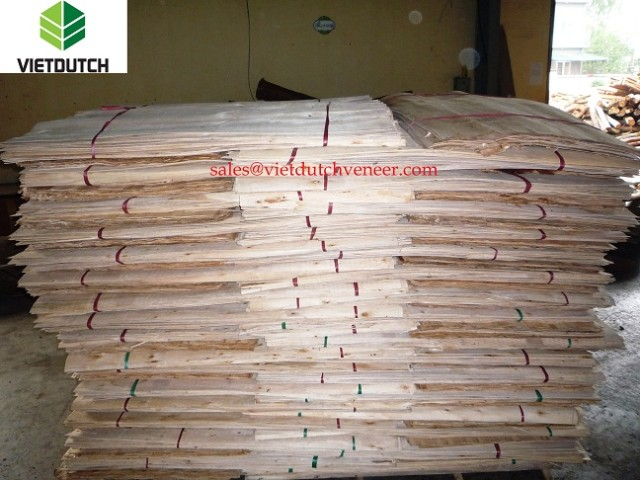 Core veneer packing