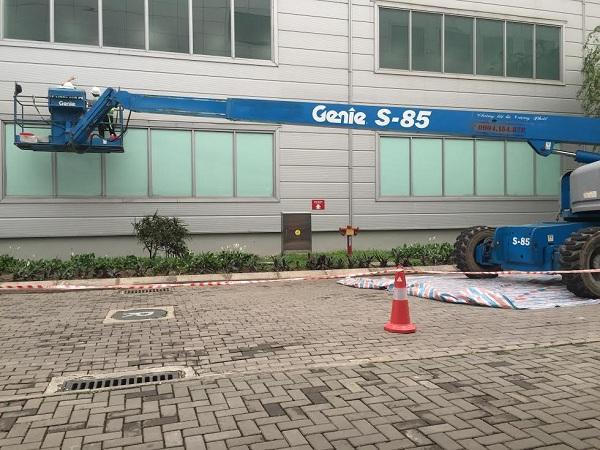 Tổng vệ sinh tường nhà và mái kính nhà máy Sam Sung - Thái Nguyên