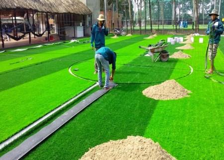 Thi công cỏ nhân tạo sân chơi