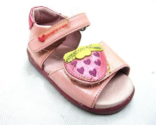 Thêu giày dép