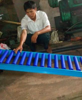 Băng tải con lăn ống nhựa