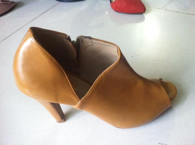 Giày bán sỉ cao cấp