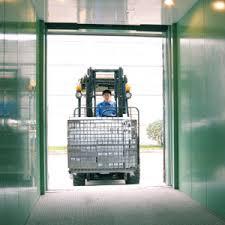Thang máy tải hàng