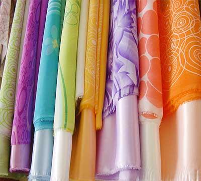Lấy tạp sợi ra khỏi vải