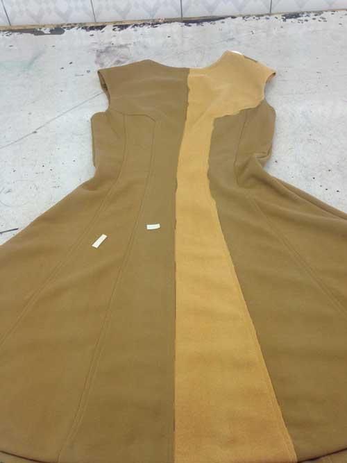 Váy khác màu giữa các miếng đắp