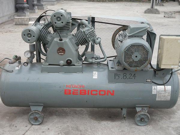 Máy piston Hitachi